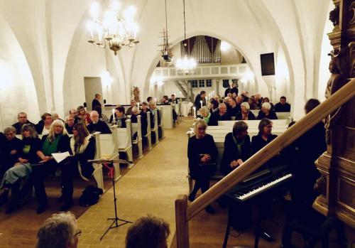 Publikum ankommer - Sdr Broby Kirke koncert 2019